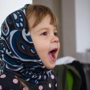 Ester ukradla mamince šátek.