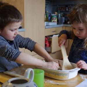 Maťošek s Ester vaří.