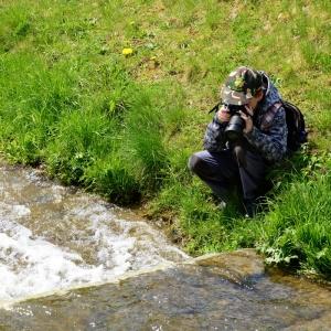 Šimon fotí vodu.