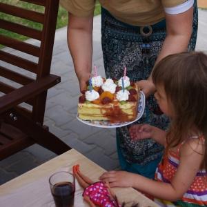 Ester má čtyři!