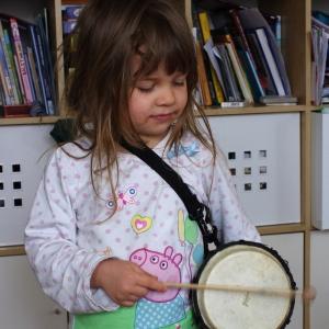 Ester bubnující.