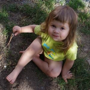 Esterka na zahradě.