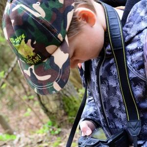 Šimon kontroluje fotky.