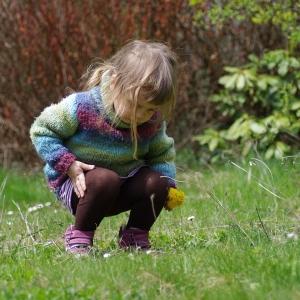 Ester na zahradě.