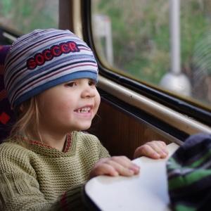 Esterka ve vlaku.