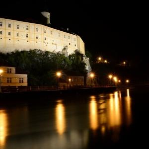 Ledečský hrad v noci.