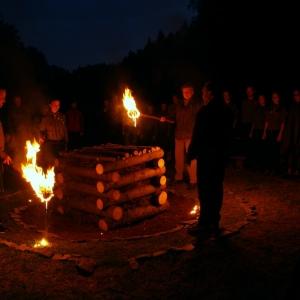 Zapalování slavnostního ohně.