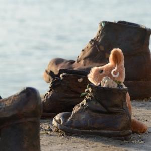 Plyšáček v dětské botě...