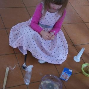 Ester vaří.