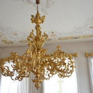 Dřevěný lustr, Ploskovice.