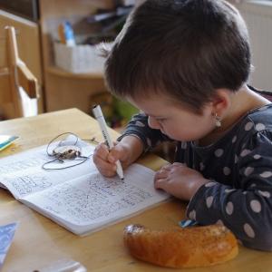 Esterka píše.